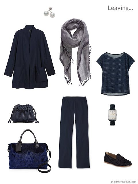 travel outfit in navy and white for Spring